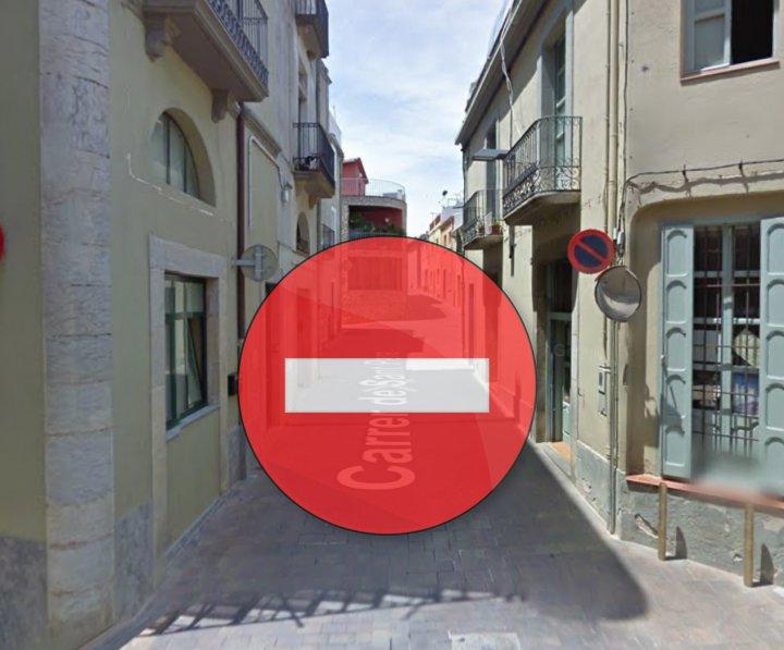 Tall d'un tram del carrer Sant Pere per obres