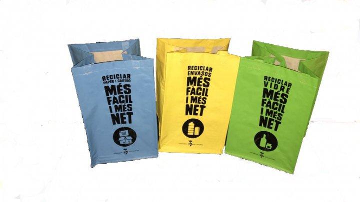 Repartiment de bosses tricolor per a la recollida selectiva a les urbanitzacions i veïnats