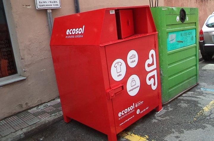 Nous contenidors de recollida de roba usada