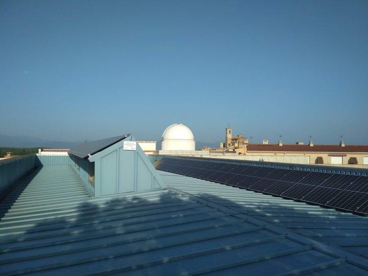 Entra en funcionament la instal·lació fotovoltaica d'autoconsum a la biblioteca municipal de Llagostera