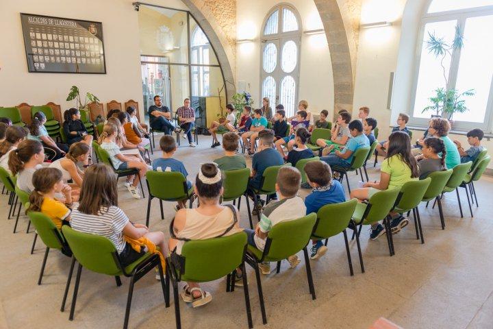 Reunió medioambiental amb els alumnes de sisè de l'escola Lacustària