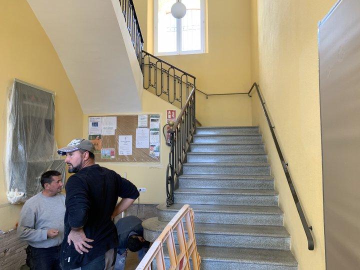 Millores a l'accessibilitat de l'edifici de l'Ajuntament amb la instal·lació d'una plataforma elevadora