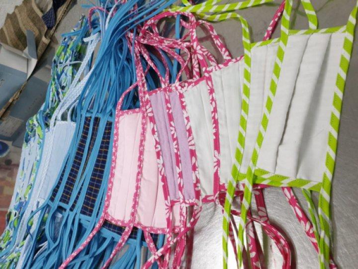 600 mascaretes de roba gràcies a la xarxa de voluntàries