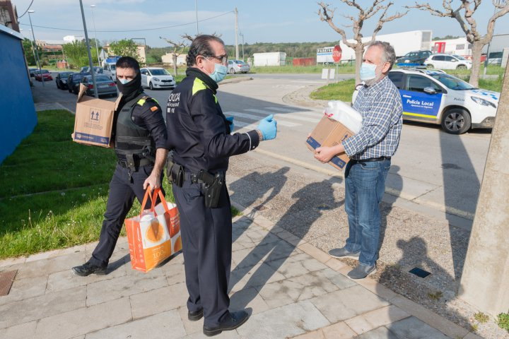 Nova donació de mascaretes i gel asèptic a la Policia Local