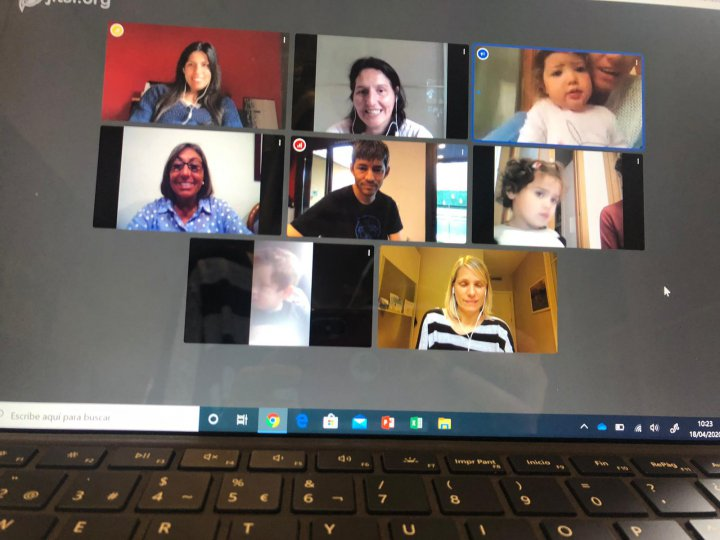 Retrobament de les educadores d'El Niu i El Carrilet  amb les famílies i els infants